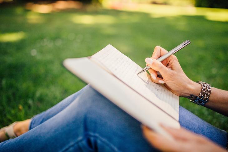 writing-923882_1920